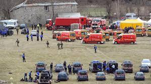 - Un Airbus A320 de la compagnie Germanwings s'est écrasé sur les hauteurs des Alpes-de-Hautes-Provence-150 morts-3