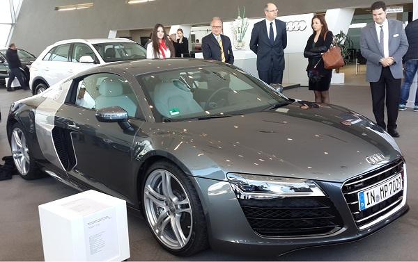 - En vous embarquant à bord de voitures exceptionnelles-l'Audi Motor Show dévoile l'Audi S5-l'Audi S8 et l'Audi R8-c