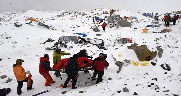 Népal- à la pauvreté-s'ajoute une catastrophe humanitaire due à un terrible séisme-3200 morts- 6500 blessés -22