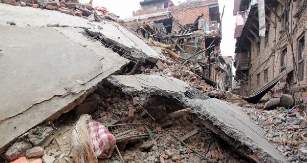 Népal- à la pauvreté-s'ajoute une catastrophe humanitaire due à un terrible séisme-3200 morts- 6500 blessés -3