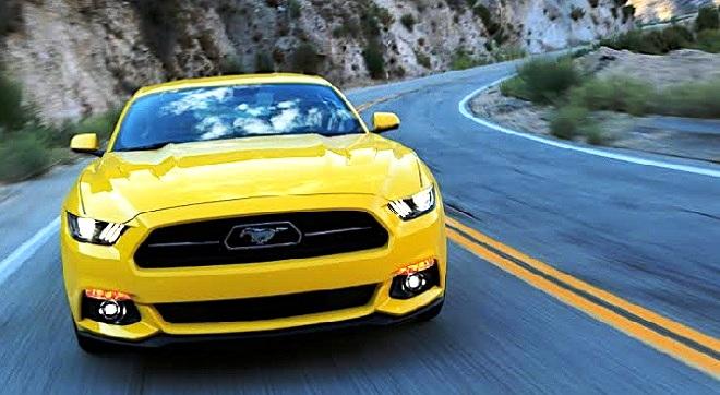 - MECOTY-2015-FORD-Mustang-remporte-le-prix-du-jury-pour-la-voiture-de-l'année-au-Moyen-Orient