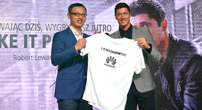 - Robert-Lewandowski-l'attaquant-polonais-du-Bayern-Munich-nouvel-ambassadeur-de-Huawei-en-Europe-3b