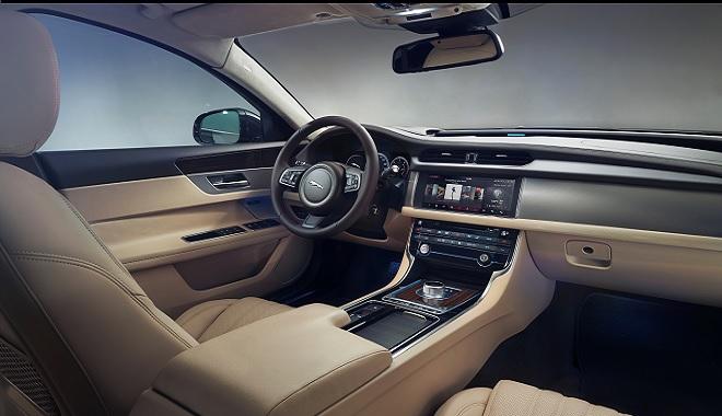 - Sous-le-signe-du-dynamisme-et-du-raffinement-la-Jaguar-XE-&-la-Jaguar-XF-dévoilées-en-grande-pompe-à-Tunis-par-Alpha-IT-000c