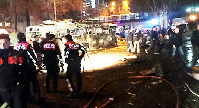 - Ankara-une-voiture piégée-fait-au-moins-27-morts-et-75-blessés-2