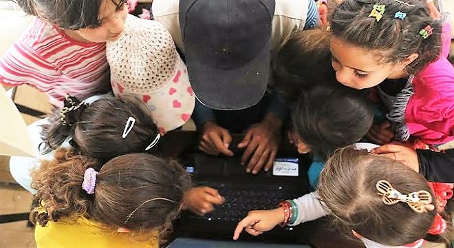 - SES-et-Solarkiosk-apportent-Électricité-et-Internet-à-un-Centre-Educatif-de-Refugies-en-Jordanie-3