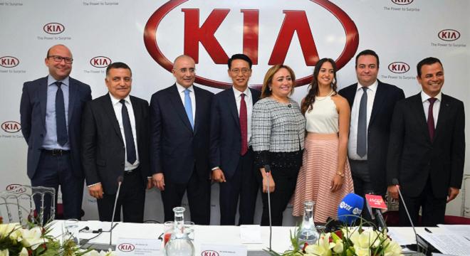 - KIA-MOTORS-sponsorise-l'escrimeuse-Sarra Besbes-lors-de-l'inauguration-du-showroom-du-Kram-0