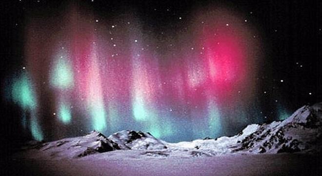- LG-projette-de-dévoiler-la-magnificence-des-célèbres-aurores-boréales-via-ses-téléviseurs-LG OLED-TV-4K-02