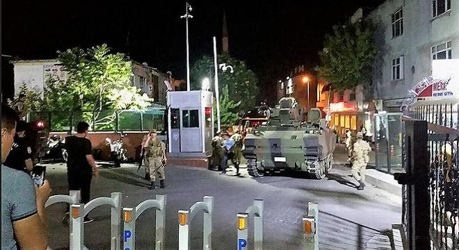 - putschiste-armee-soldat-armee-militaire-coup-etat-turquie-istanbul-ankara