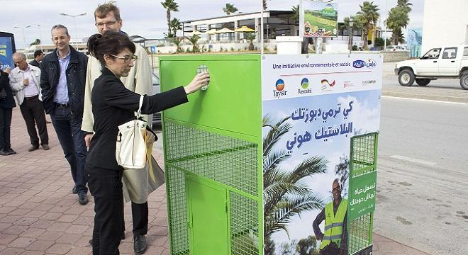 delice-danone-et-taysir-installent-la-1ere-benne-de-tri-selectif-pour-recyclage-de-bouteilles-plastiques