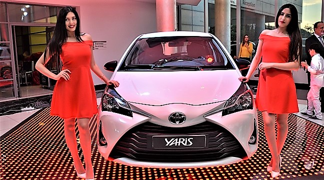 bsb toyota lance la nouvelle yaris 2017 ainsi que la nouvelle version de la yaris sedan. Black Bedroom Furniture Sets. Home Design Ideas