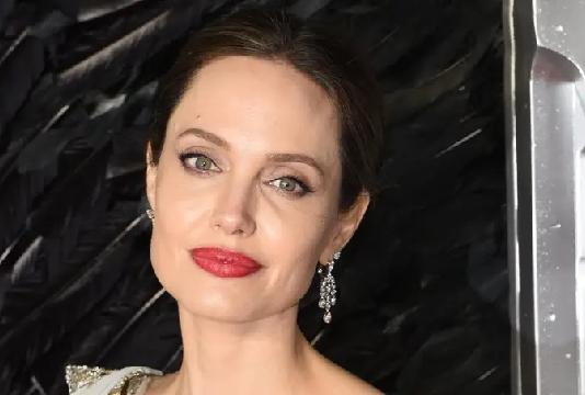 Angelina Jolie : évacuée en urgence à cause d'une bombe !