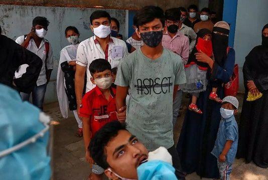 Covid-19 : l'OMS se penche sur les risques d'infections chez les enfants et ados