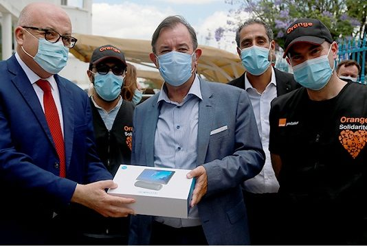 Orange Tunisie & Fondation Orange, font don d'une ambulance, de 200 tablettes et de 50 PC au Ministère de la Santé, pour la campagne de vaccination