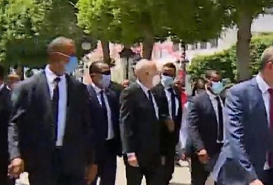 Tunis : Kais Saïed prend la mesure de la température du terrain en se rendant sur l'Avenue Habib Bourguiba