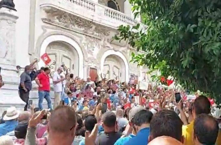 Tunis : Une manifestation d'ampleur appelant au respect de la Constitution et de l'Etat de droit
