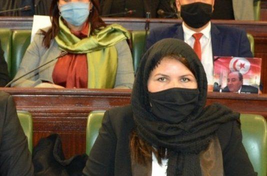 A cause du gel de son salaire, la députée Hager Bouhleli se voit refuser son traitement contre le cancer